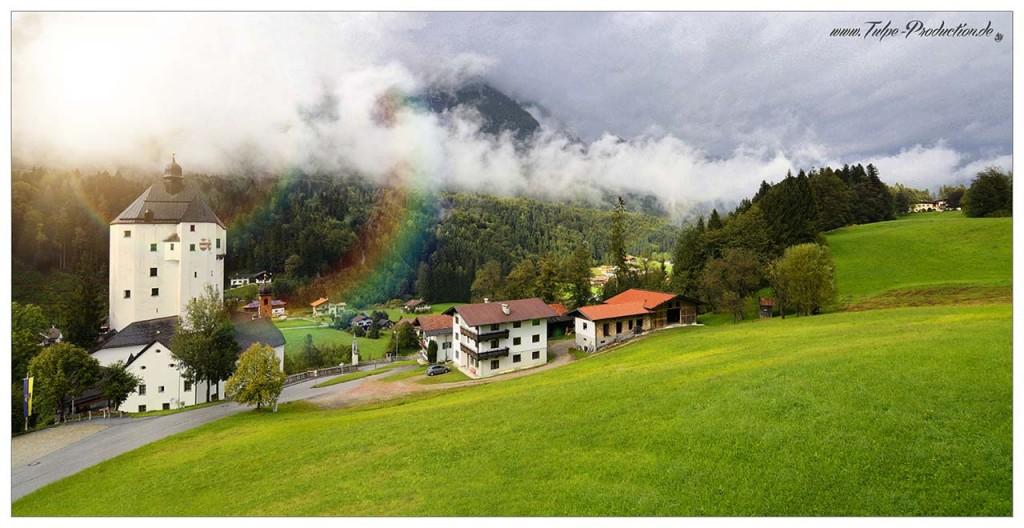 Die Wallfahrtskirche von Mariastein in Tirol ist Anlaufpunkt für Pilger auf dem Jacobsweg