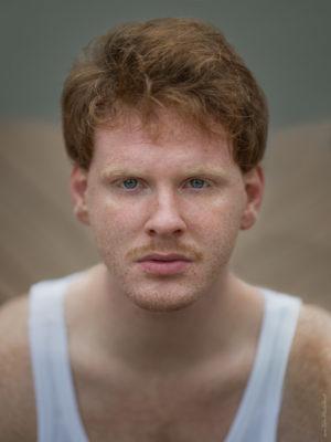 Männerportrait mit Sommersprossen - Fotograf Tulpe-Production.de