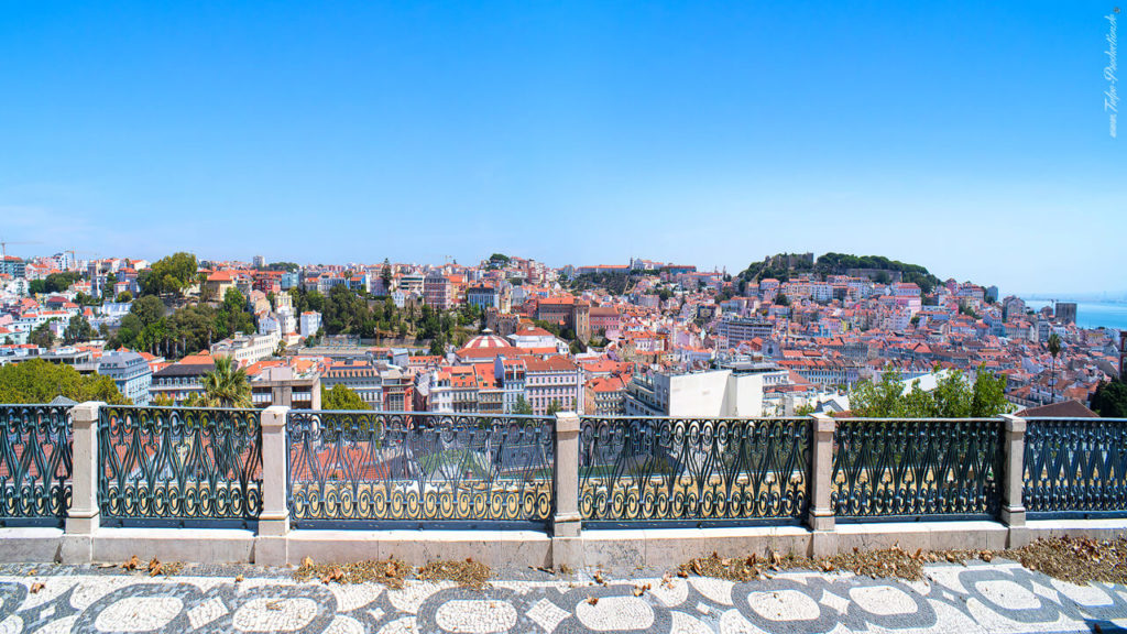 Lissabon Reisebericht Stadtpanorama Blick zur Altstadt