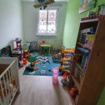 Homeshooting Portrait zu Hause - typische Location im Kinderzimmer