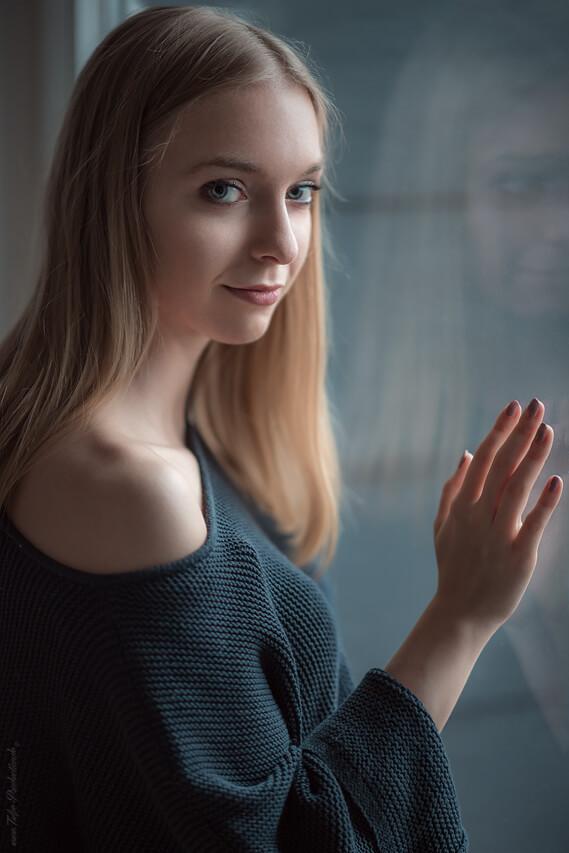 Frauenportrait am Fenster