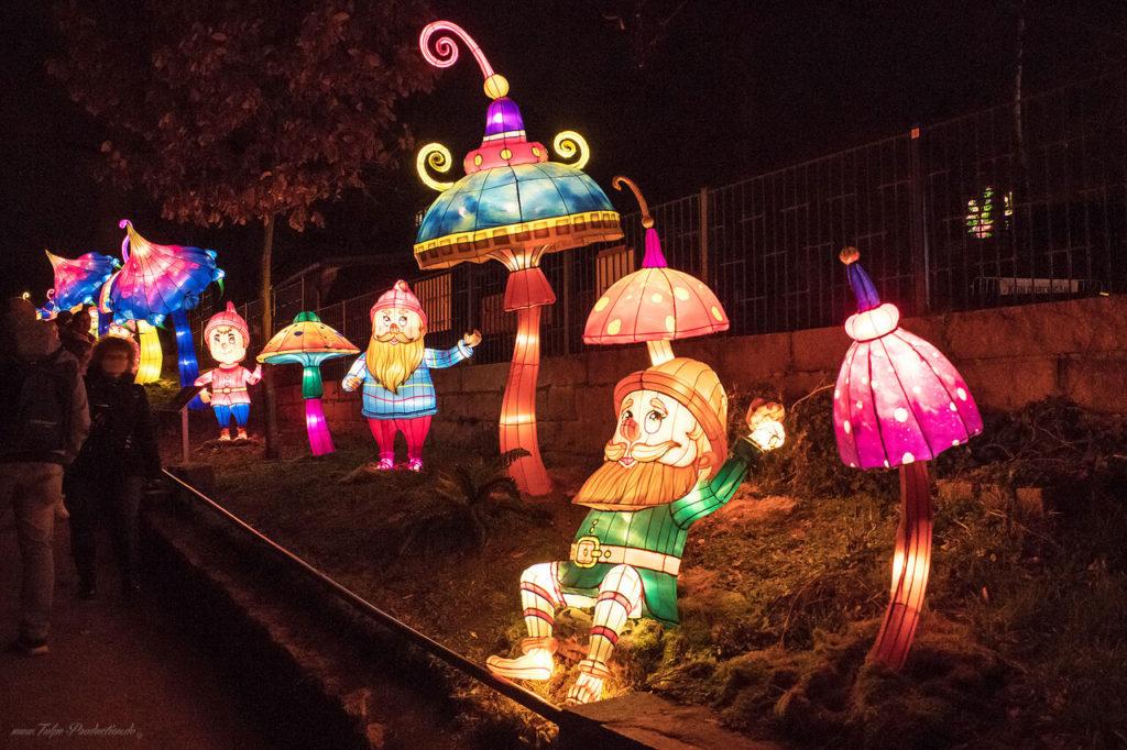 beleuchtete Gartenzwerge im Zoo Halle