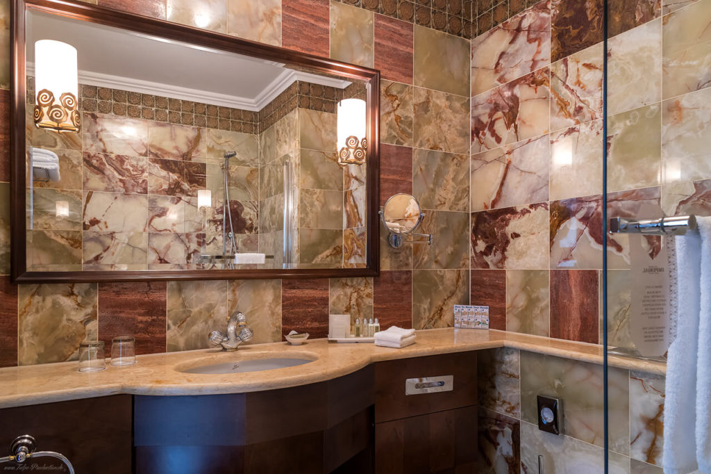 Marmorbad im Art Deco Imperial Hotel Prag - Executive Zimmer