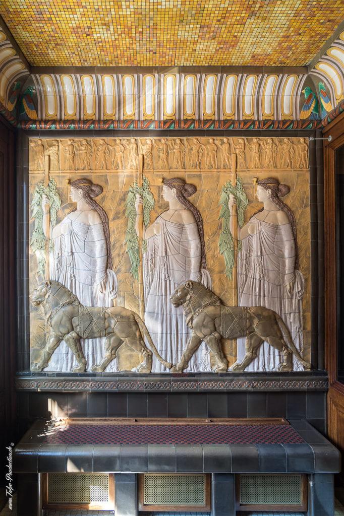 Wandrelief im Eingangsbereicht Art Deco Imperial Hotel