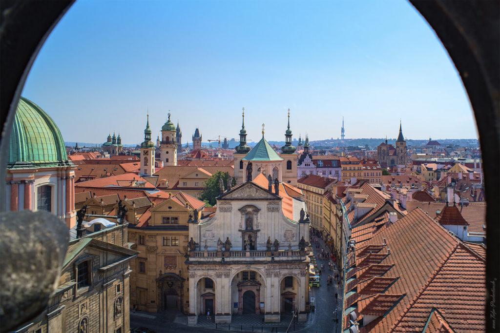 Blick auf Prager Altstadt vom Brückenturm