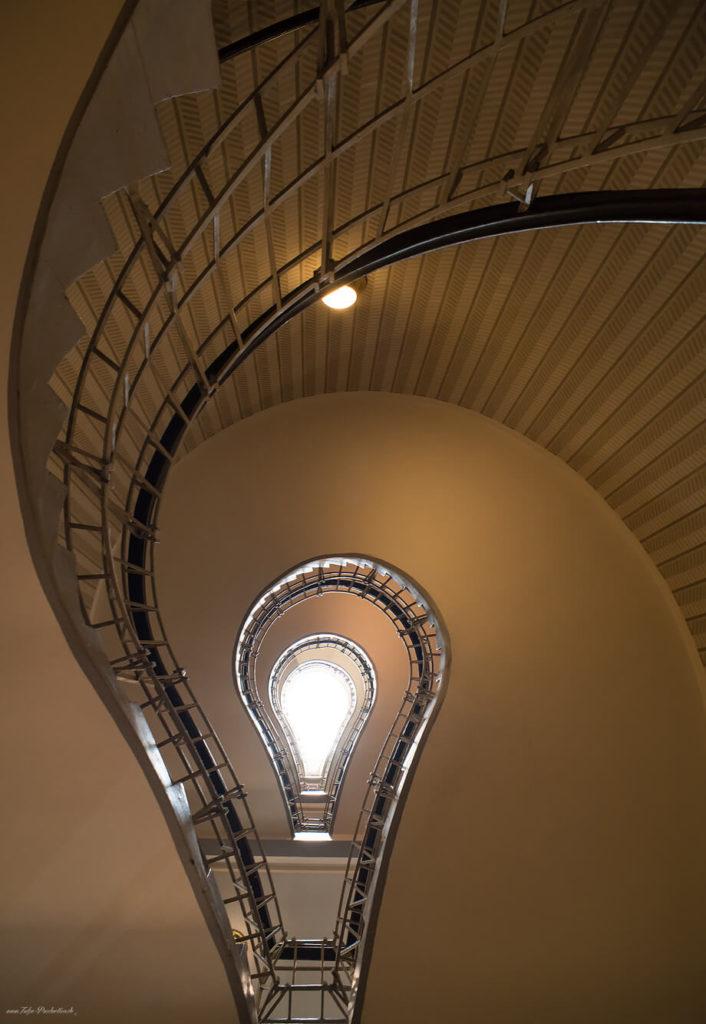 Treppenhaus als Glühbirne in Prag