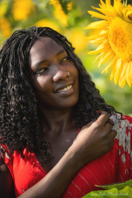 Portrait mit Sonnenblume