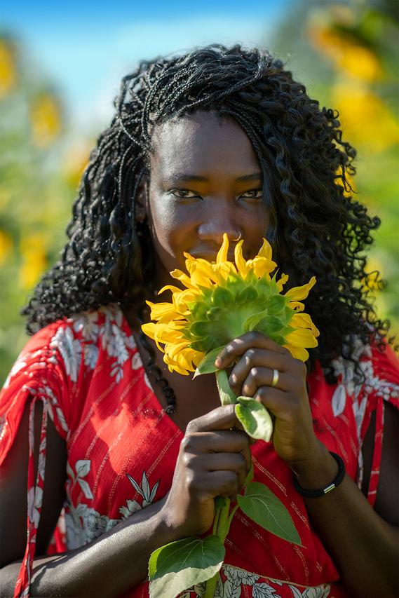 Frauenportrait mit Sonnenblume