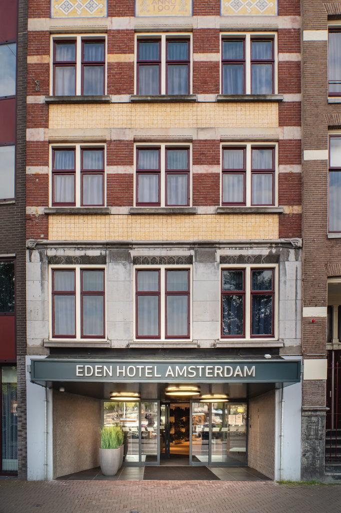 Eingang zum Hotel Eden Amsterdam